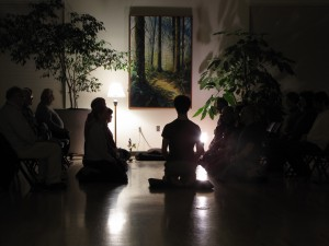 The Salem Zen Center sangha in meditation.