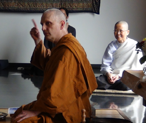 Ajahn Sona expressing gratitude for all those who supported his retreat