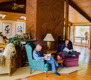 Monks Sokyu and Kozan reading in the living room