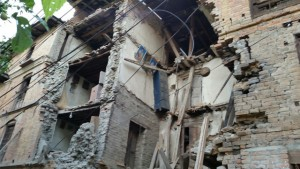 Older unreinforced masonry buildings suffered the most significant damage. In the Katmandu area, most of the deaths and injuries occurred in buildings like this