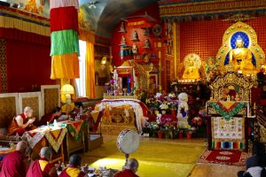 Bowing to the Thudkam are HH Sakya Trizin (right), and three young Dhungseys (left): H.E. Khondung Avikrita Vajra Rinpoche, H.E. Khondung Asanga Vajra Rinpoche, and H.E. Dhungsey Abhaya Vajra Rinpoche