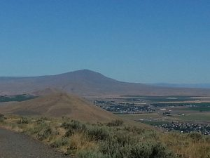 The landscape is spacious and arid in the Tri-Cities region, very different from west of the mountains.