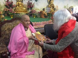 Venerable Dhammawati offers Willa Schneberg a token of appreciation after Schenberg's talk