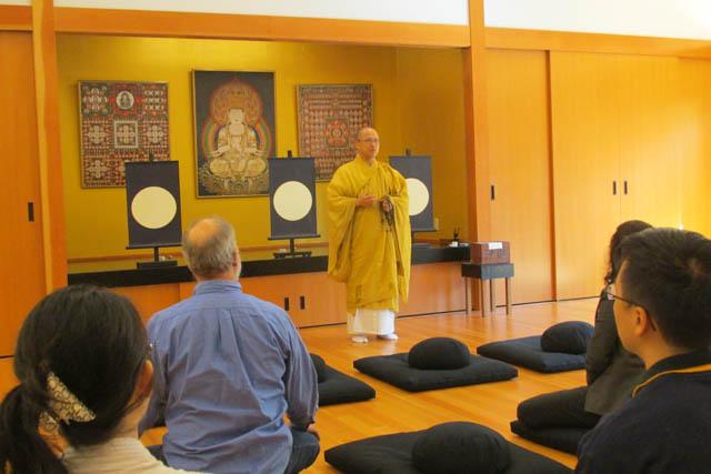 Priest Imanaka Taijo Sensei leads the group in a Koyasan meditation.