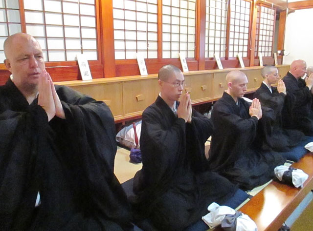 Ryuzen Robby Pellett practicing at Toshoji Zen Center in Tokyo, in 2015